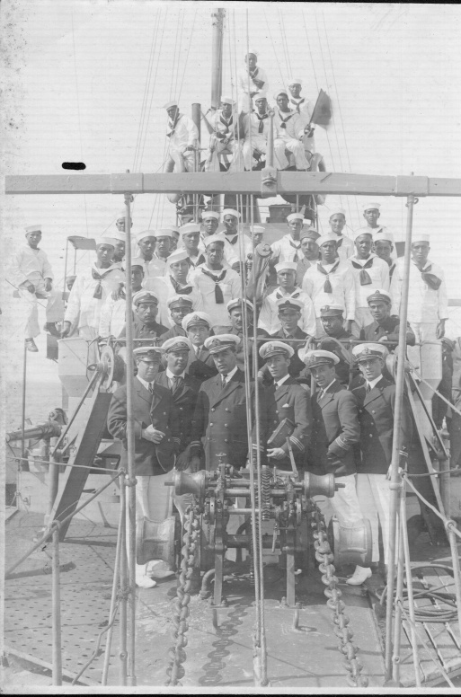 """Dotación del """"Teniente Rodríguez"""" en pleno, año 1924. (foto: AHM)"""